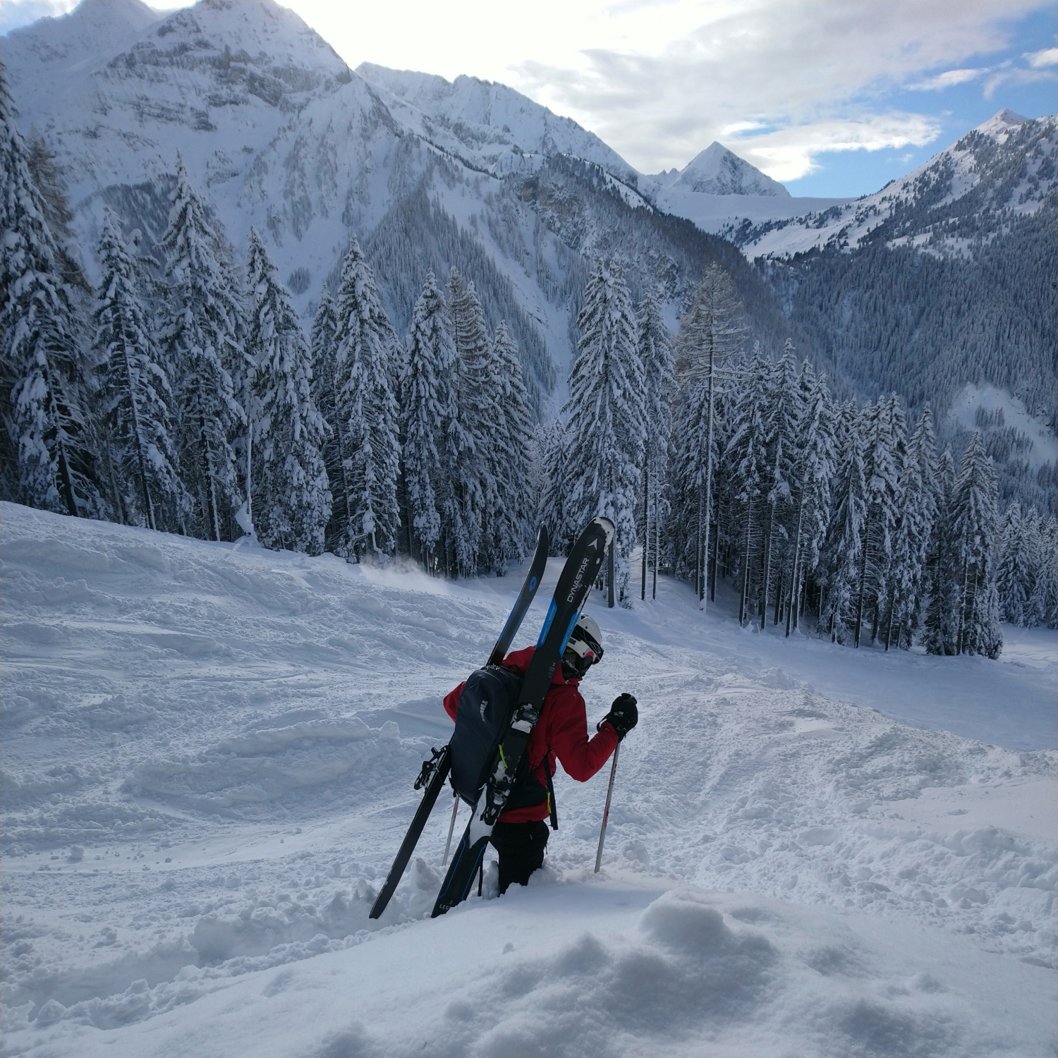 Carrying skis when Back-Country Skiing with a Thule Upslope